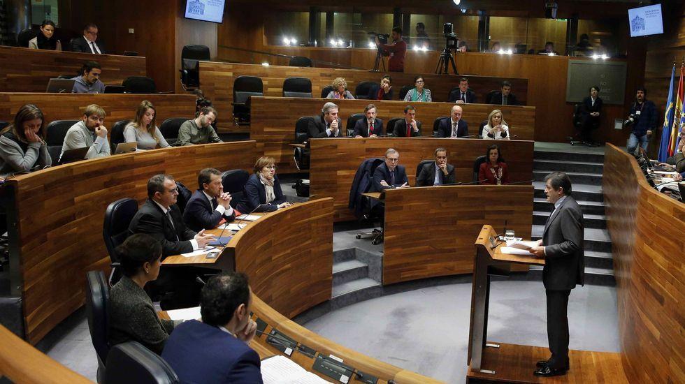.El presidente del Principado, Javier Fernández, durante su intervención en la primera jornada del debate de orientación política general que se celebra en la Junta General