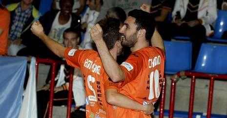 Iago Míguez y Chano celebran uno de los goles frente a ElPozo.
