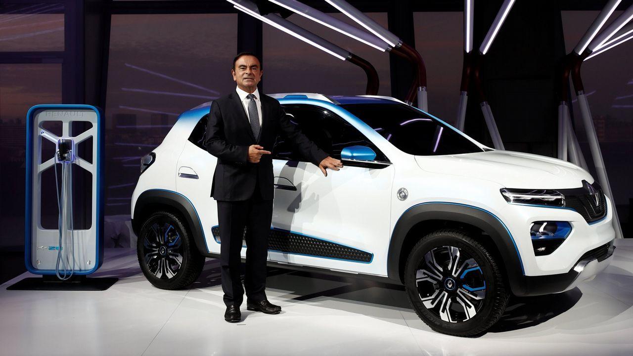 Aquí tienes a Alexa en acción ¿Quieres escucharla?.Ghosn, CEO de la Alianza conformada por Renault, Nissan y Mitsubishi posa junto con el K-ZE, próximo lanzamiento eléctrico de la marca del rombo