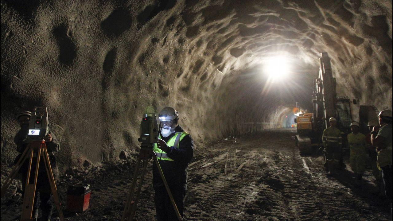 Vista del interior del túnel ferroviario al puerto exterior