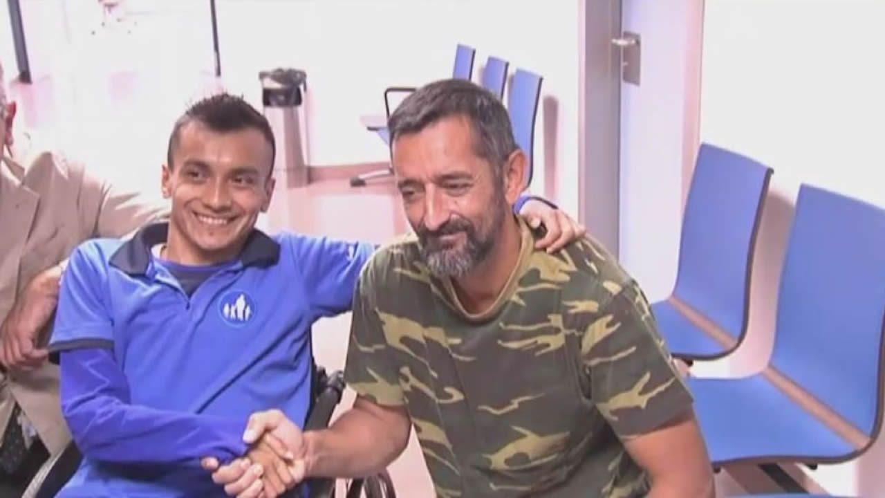 El doctor Cavadas devuelve la sonrisa a un joven guatemalteco que estaba «partido en dos».