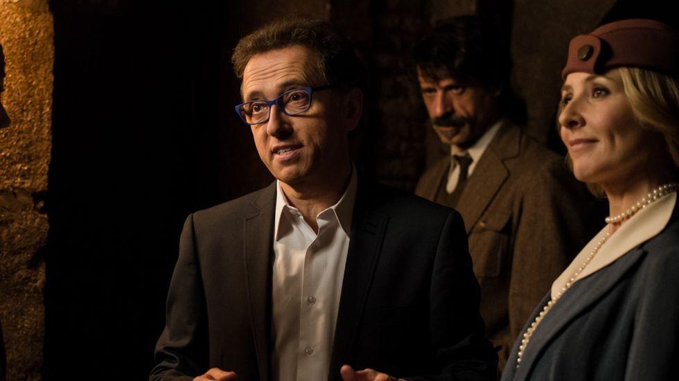 Mariló Montero: «Admiro la memoria del que asoció el león come gamba con mi pera».Los actores de la serie «Acacias 38» Sheila Fariña y Roger Berruezo.
