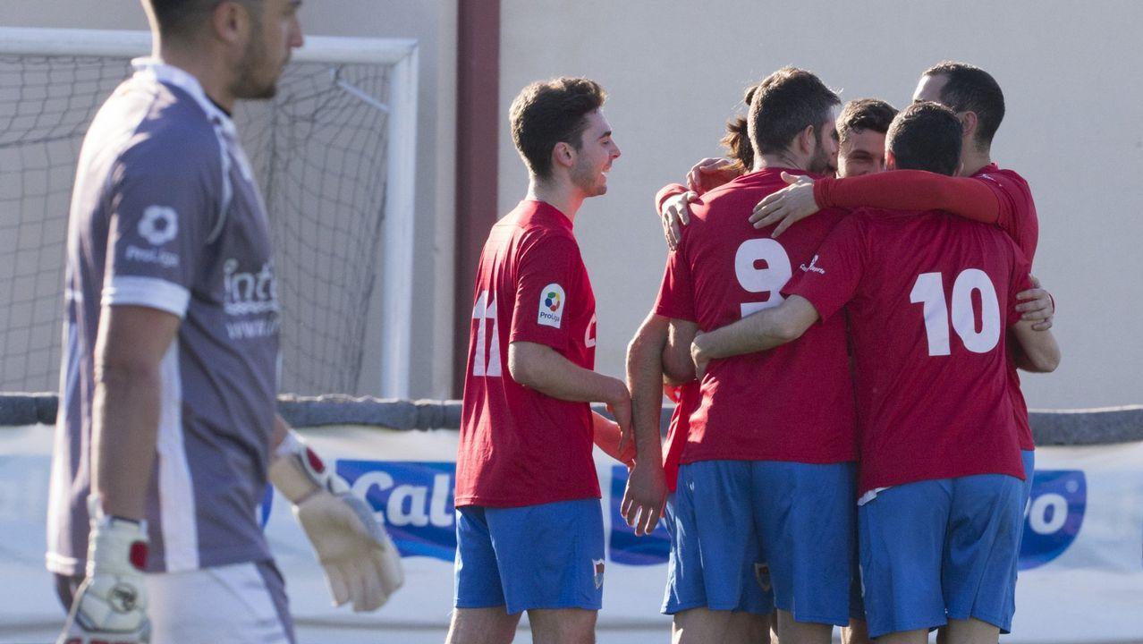 Las mejores imágenes del Fabril - Celta B.El Bergantiños celebra un gol