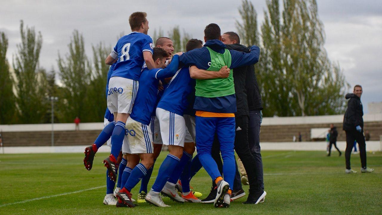 Gol Vetusta Tudelano.Los futbolistas del Vetusta celebran uno de los tantos ante el Tudelano