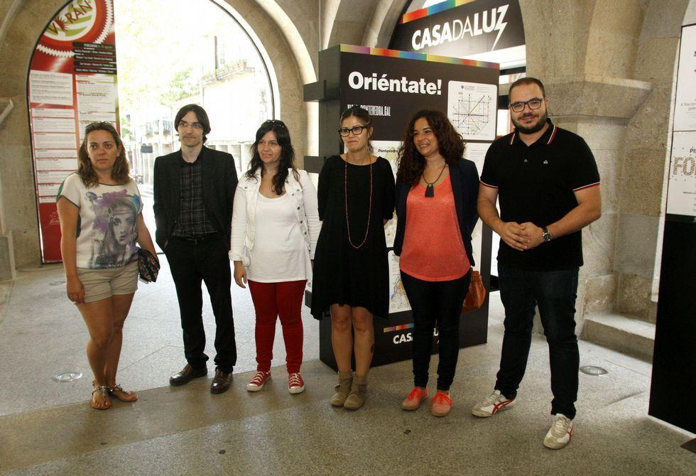 La concejala Anabel Gulías (de negro) presentó ayer el nuevo proyecto de la Casa da Luz.