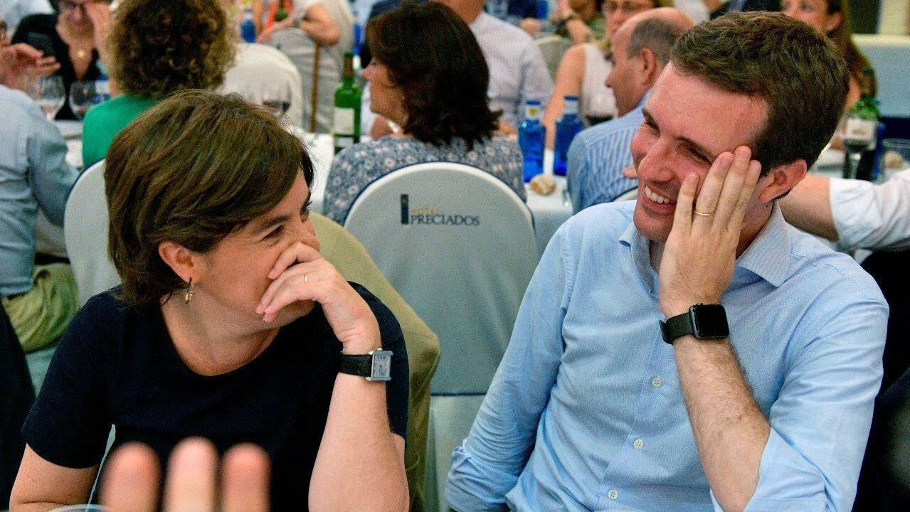 Pablo Casado: «Si presido el PP, Feijoo será lo que él quiera».Agustín Iglesias Caunedo, en una junta local del PP de Oviedo