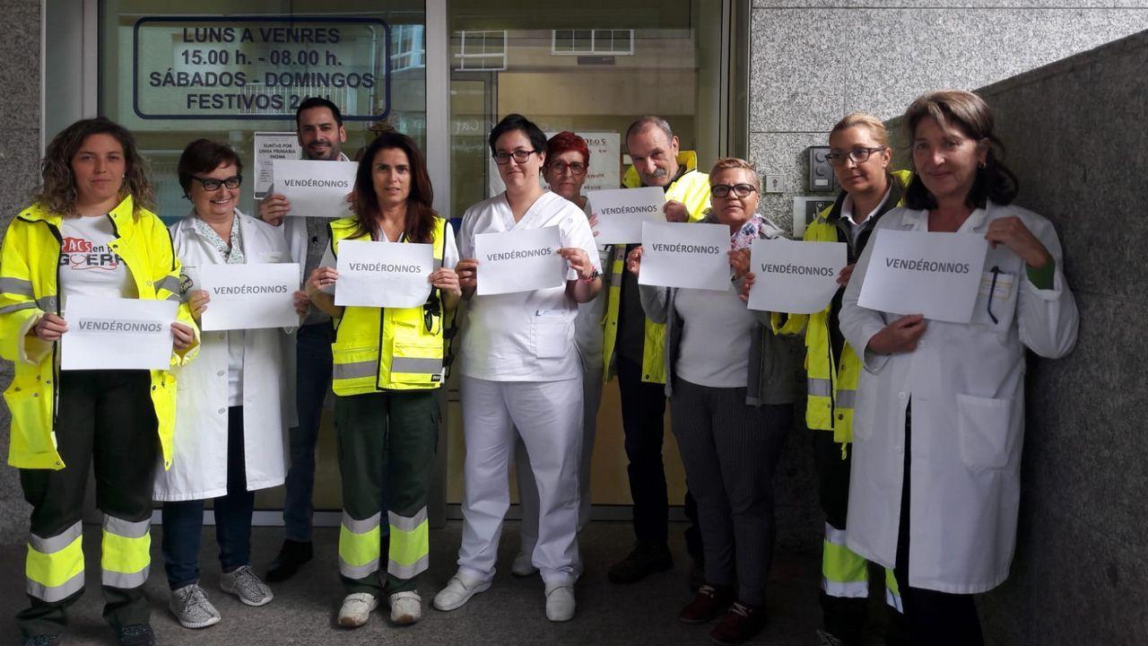 Concentración de profesionales en Vigo en contra de la suspensión de la huelga en atención primaria