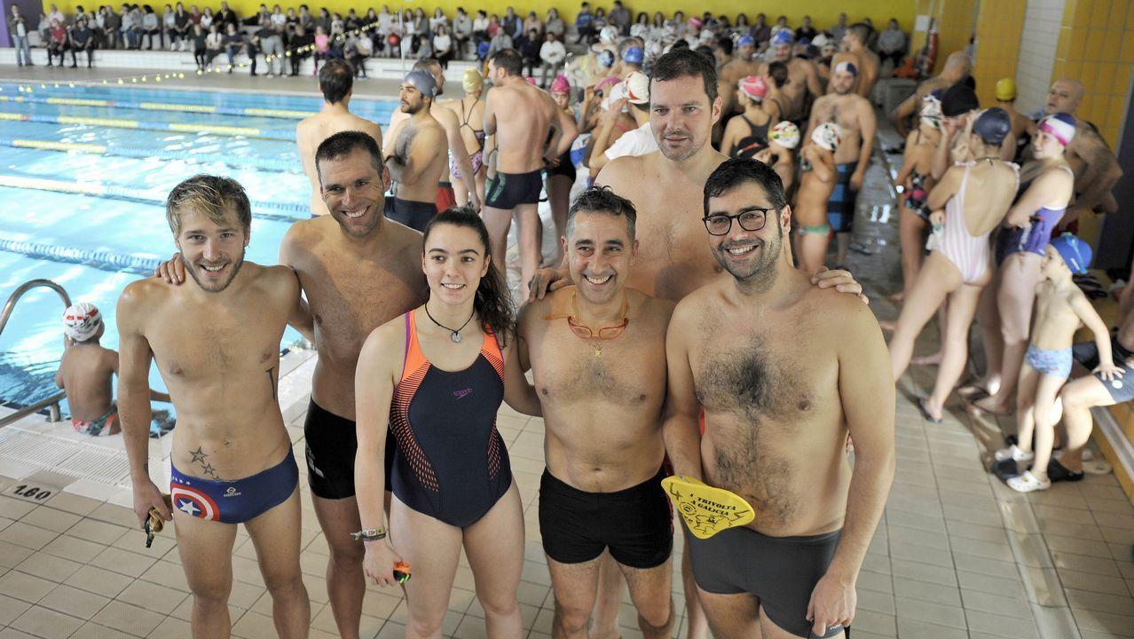 El inicio de la polémica travesía a nado en Gijón.Vilas y Peleteiro, en una foto de archivo.