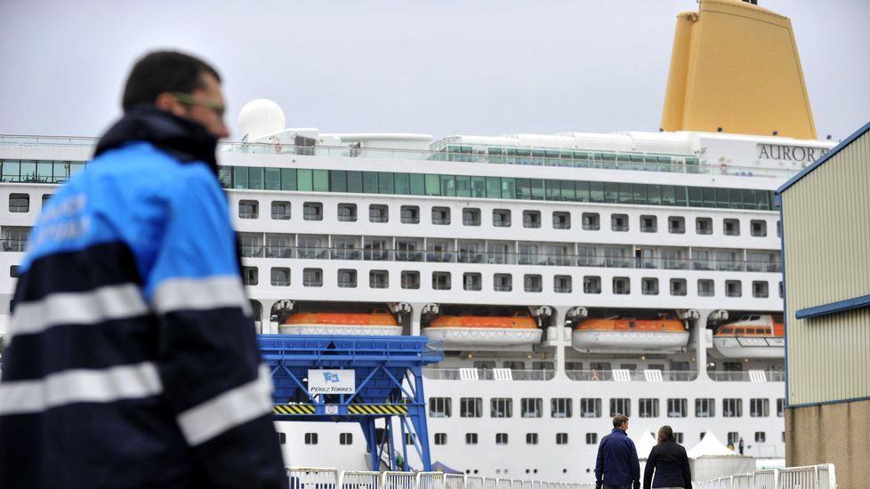 .El crucero «Aurora» atracado en Ferrol
