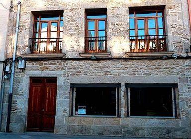 La antigua sede de Electra del Jallas, en Cee.