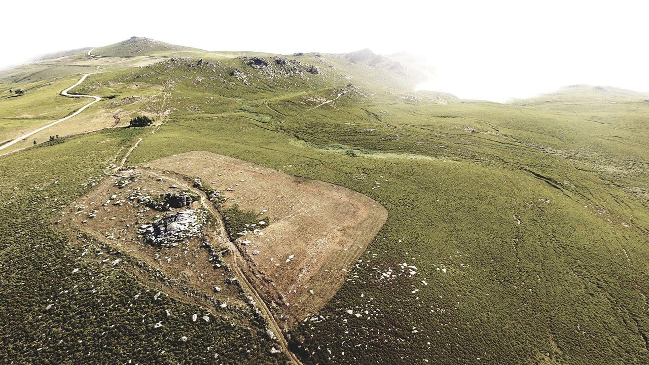 Así se ven desde el aire los restos del campamento militar romano más antiguo de Galicia.