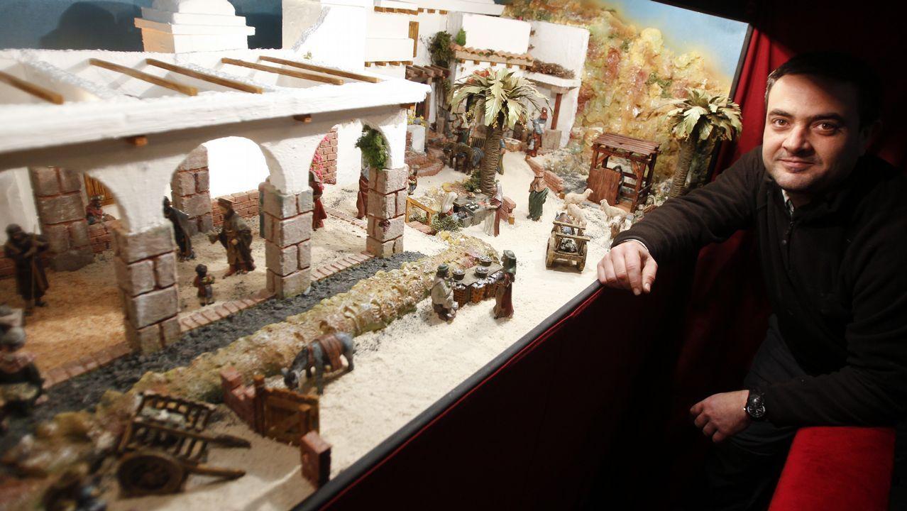 En el Socorro. Chano también es el autor del Belén que exhibe la iglesia del Socorro desde hace ya tres años. Se puede visitar a diario de 18.00 a 20.00 (domingos, de 11.00 a 13.00).