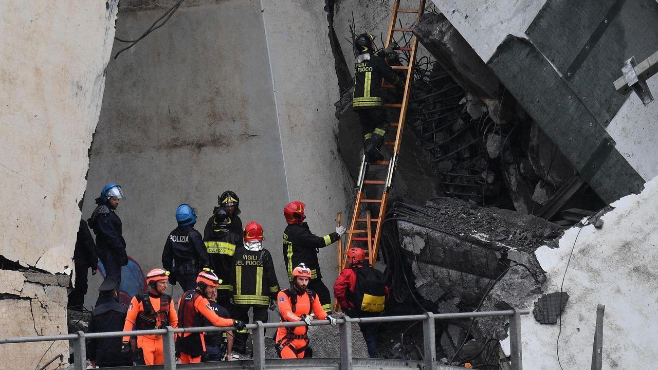 Los bomberos están trabajando activamente con medios del equipo de Búsqueda y Rescate Urbano