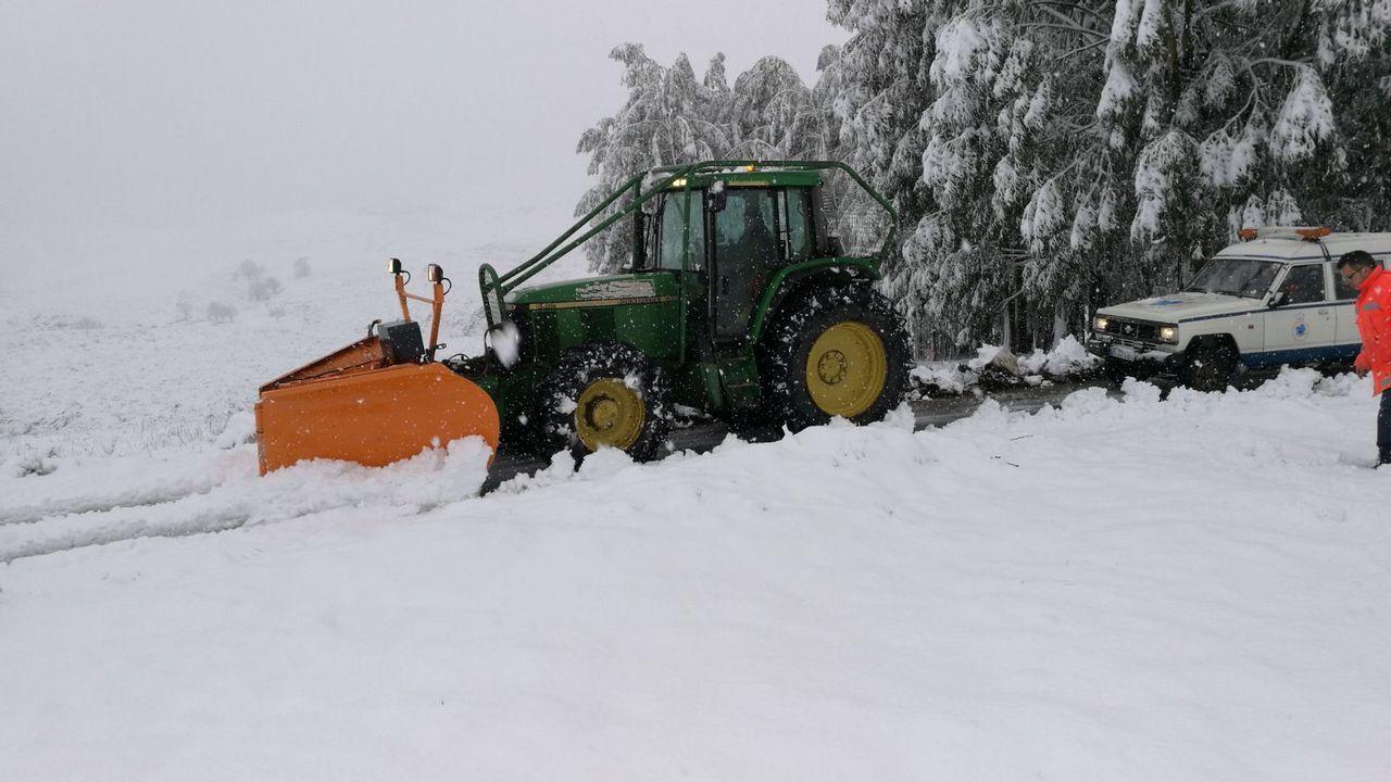La nieve complicó el tráfrico en al A-52