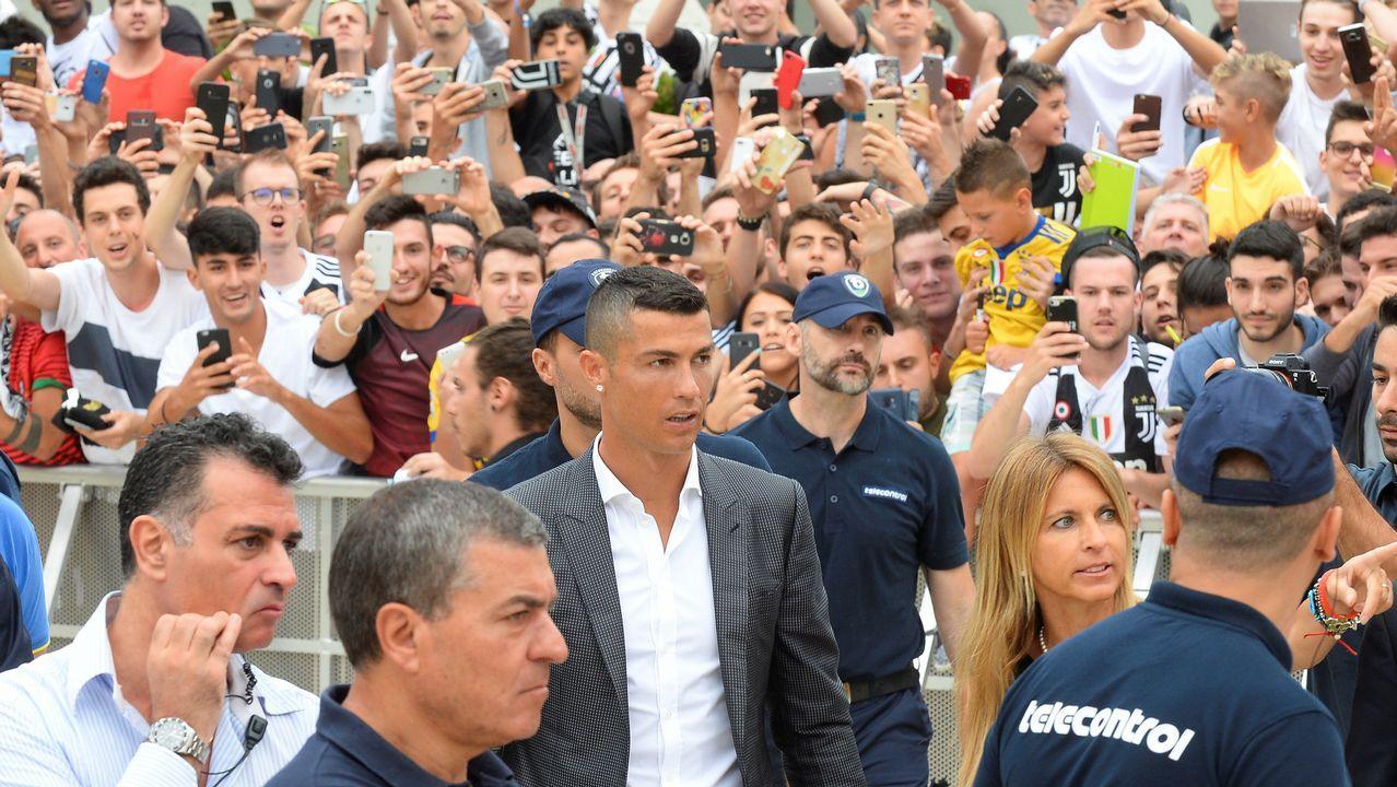 Cristiano Ronaldo llega a Turín para hacer las pruebas médicas con la Juventus