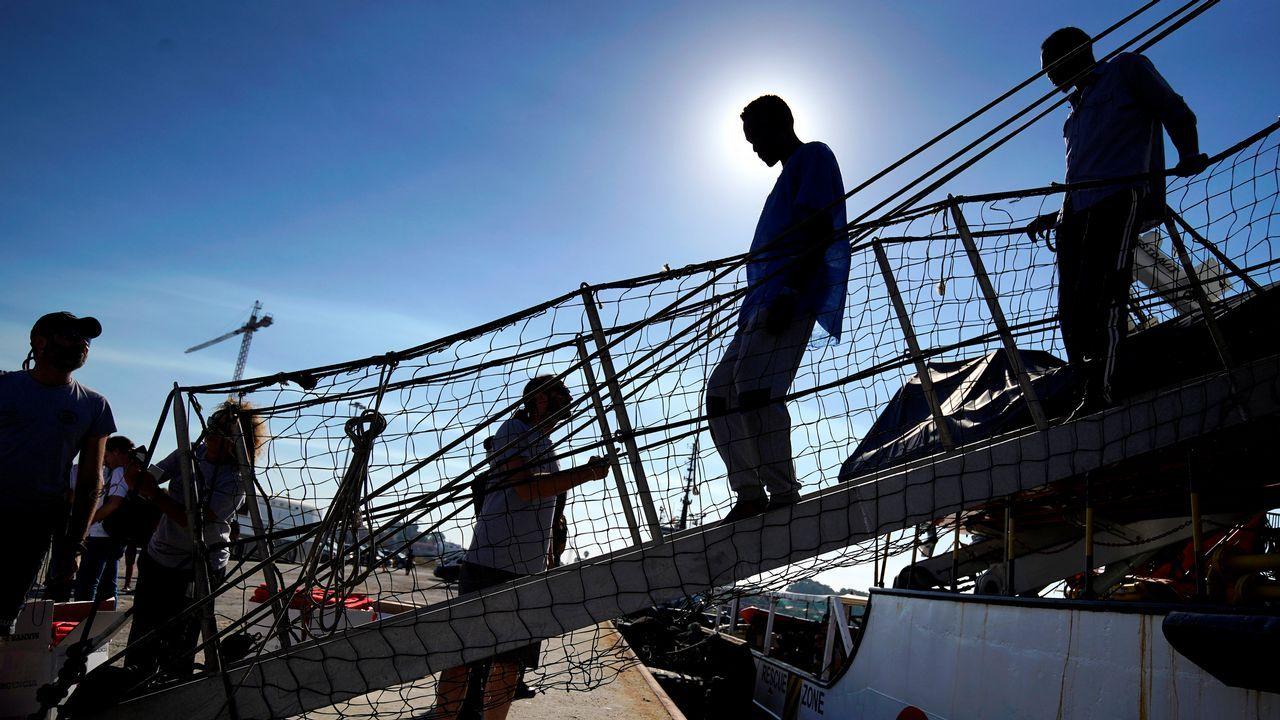 .El barco de la ONG Proactiva Open Arms ha llegado al puerto que le ofreció el Gobierno