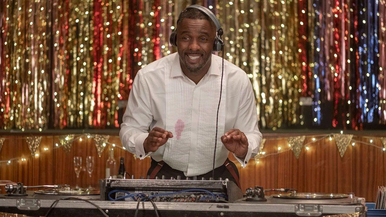 Combo ciencia brexit.Idris Elba, ejereciendo de DJ en la serie.