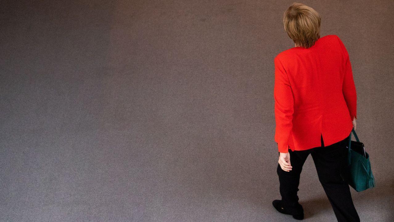La canciller alemana, Angela Merkel, tras una sesión parlamentaria en el Bundestag en Berlín.