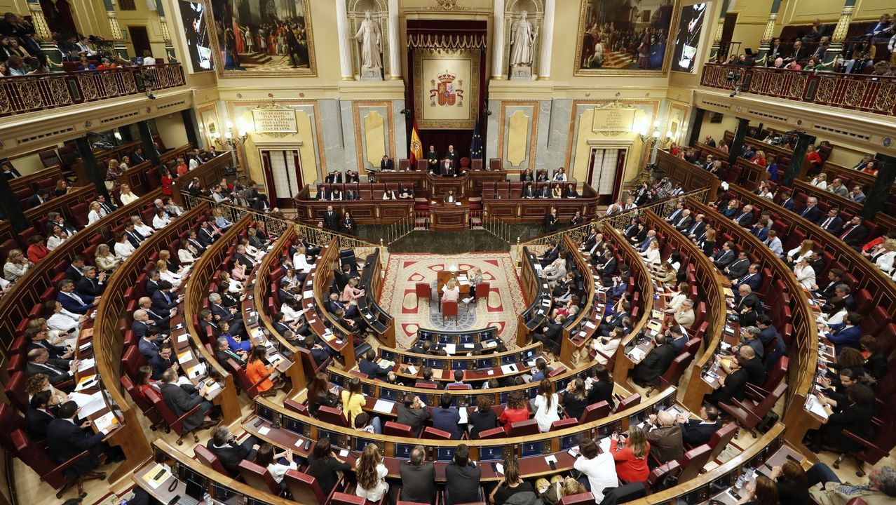 EN DIRECTO: Pedro Sánchez comparece después de que el rey le haya encargado formar Gobierno.Ministerio de Política Territorial y Función Pública: Meritxell Batet