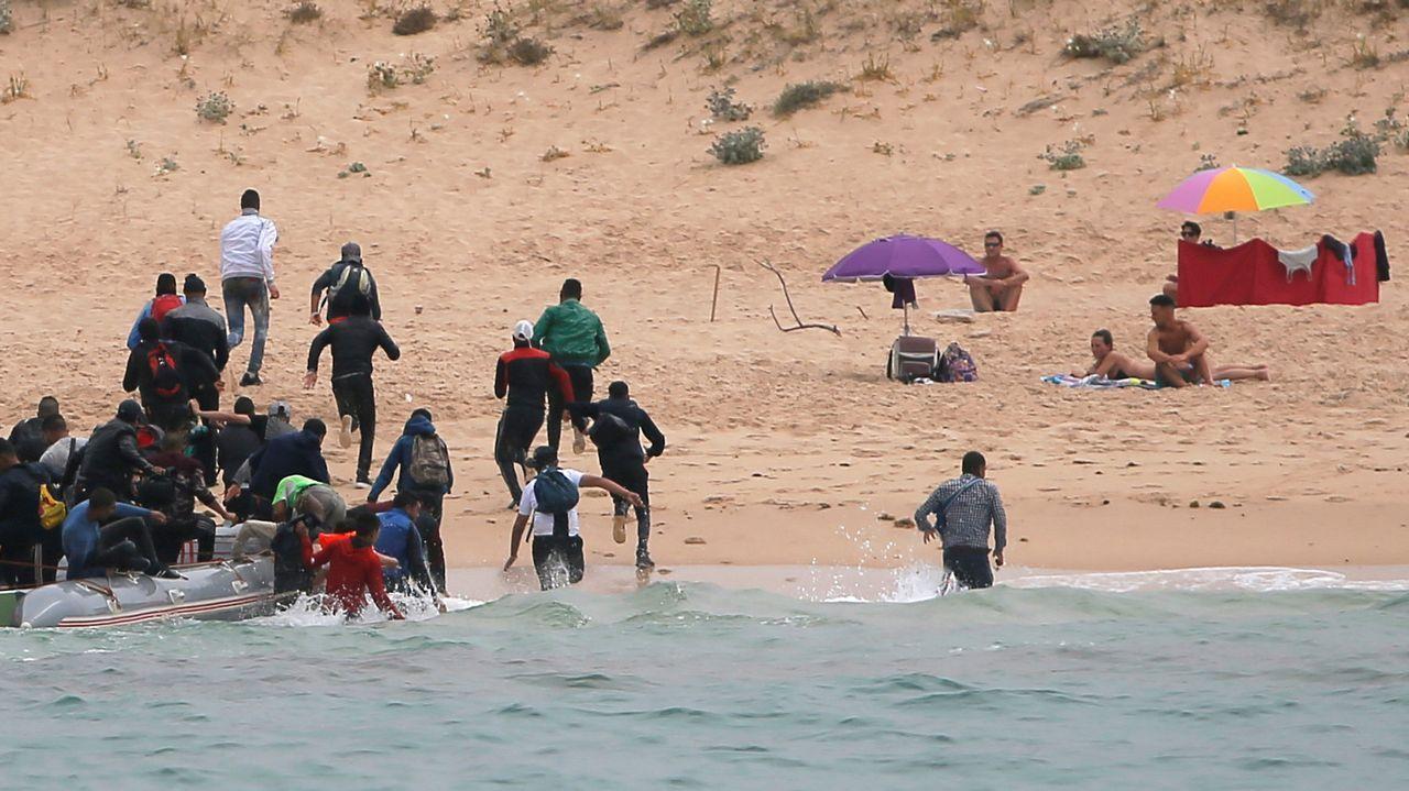 Las imágenes del desembarco de un grupo de inmigrantes en Tarifa.