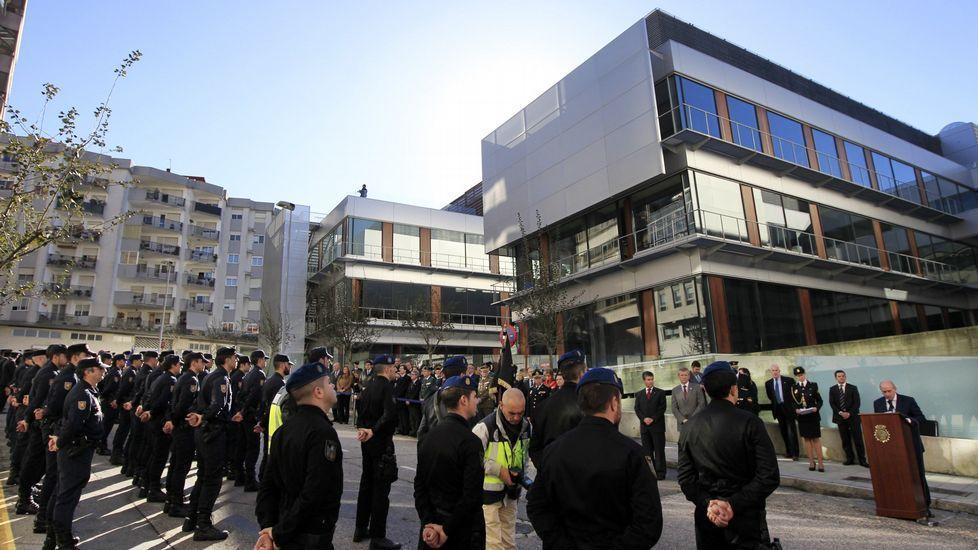 DESPUÉS. Comisaría López Mora en Vigo. Detrás del antiguo Hospital Militar se levanta hoy el moderno edificio policial.