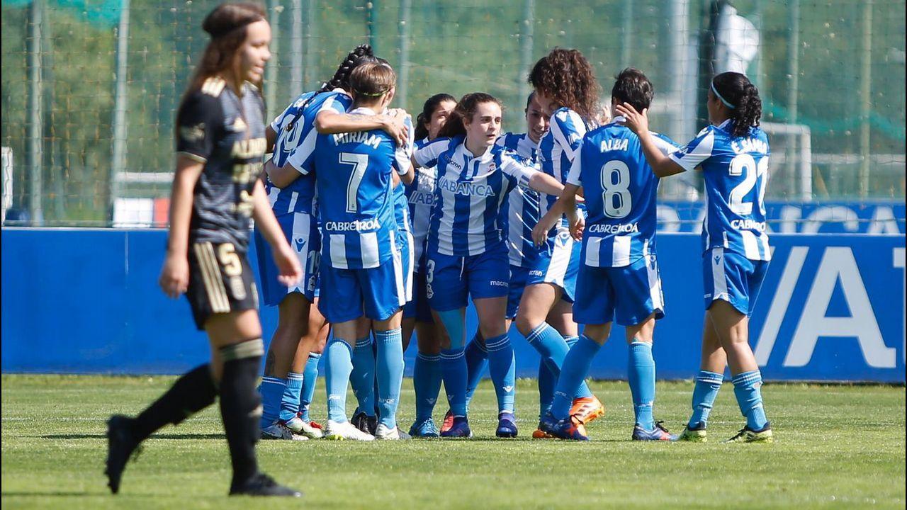 Diegui Johannesson Owona Real Oviedo Almeria Carlos Tartiere.Ibra celebra uno de los tantos ante el Córdoba