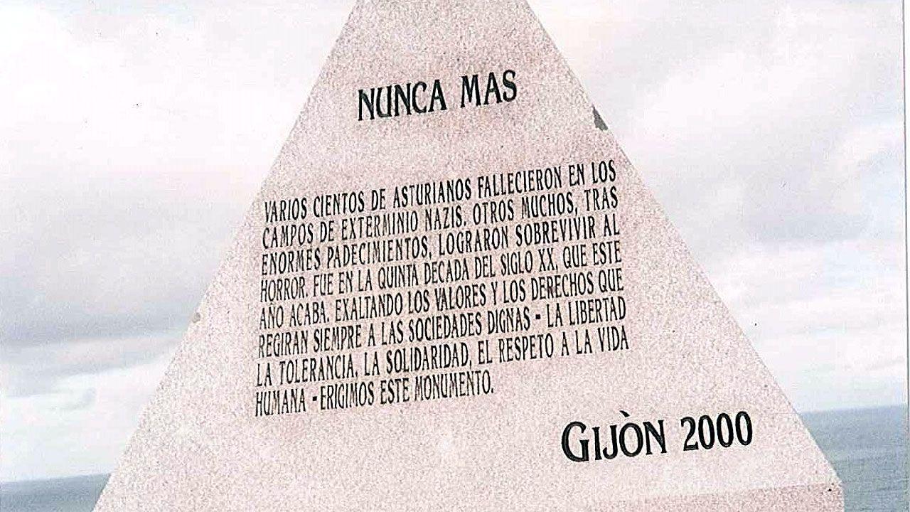 .Monolito en memoria de los asturianos asesinados en los campos de concentración nazis en El Cervigón (Gijón)