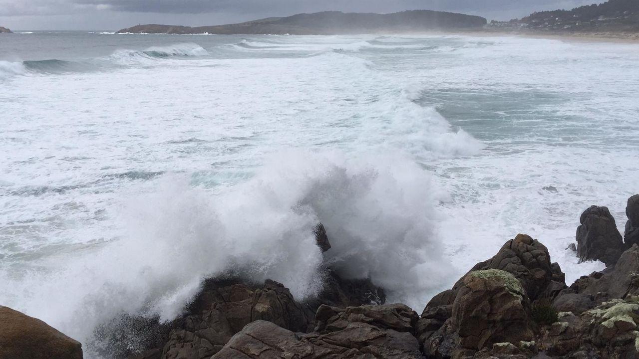 Así golpean las olas en Punta Penencia