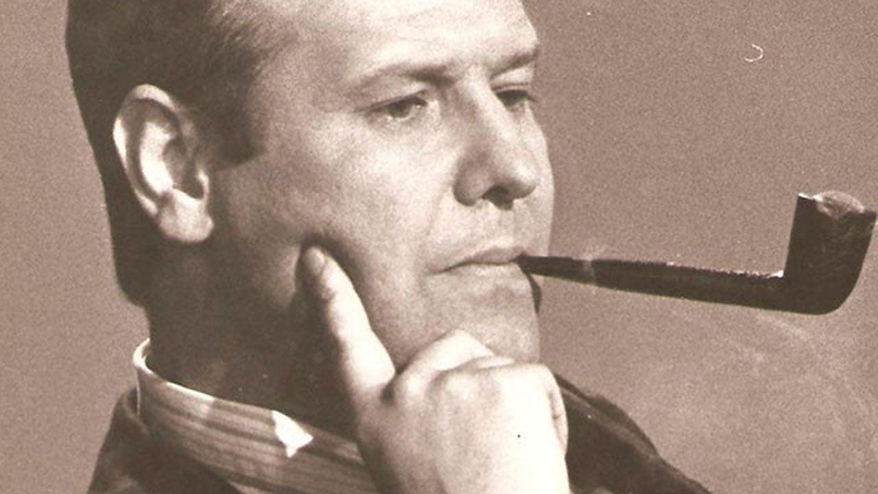 Agustín Iglesias Caunedo, en una junta local del PP de Oviedo.José Luis Balbin, en el mítico programa La Clave
