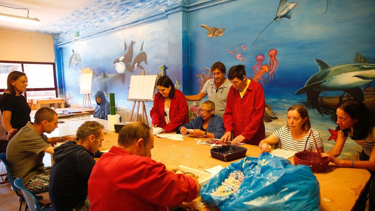 El instituto de Meaño celebra con música y baile su nuevo mural