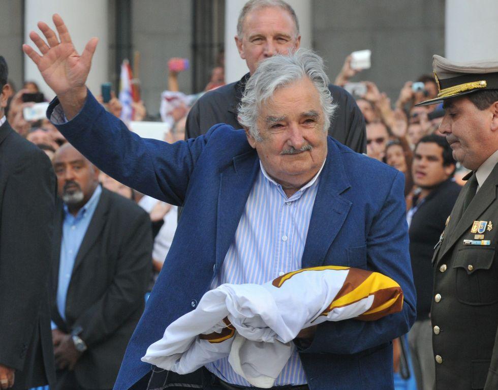 Mujica atribuye la elección de Trump al fenómeno de la globalización.Mujica recogió el viernes la bandera en su último acto oficial.