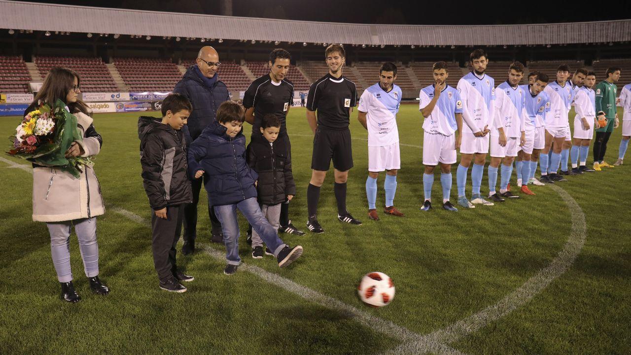 Gol Ugarte Vetusta Leioa Requexon.Los futbolistas azules celebran el gol de Ugarte frente al Leioa