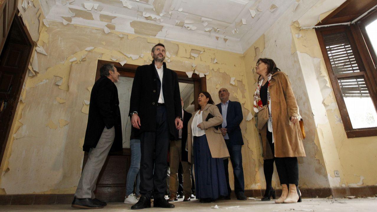El Concello de Vigo distingue a Santiago Rey Fernández-Latorre en el 50 aniversario de La Voz en la ciudad