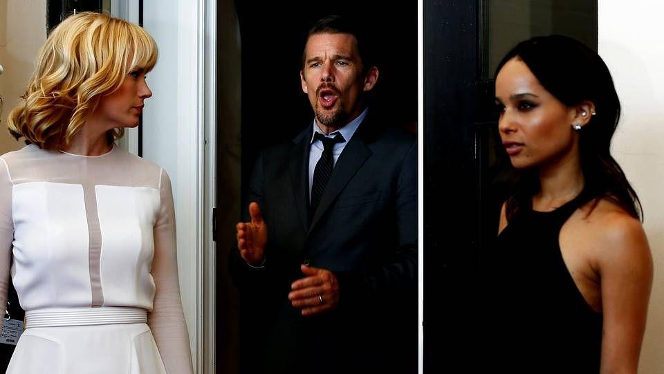 EE.UU. recuerda a las víctimas del 11-S en su 13º. aniversario.Los actores January Jones, Ethan Hawkey y Zoe Kravitz durante el pase gráfico de la película «Good Kill»