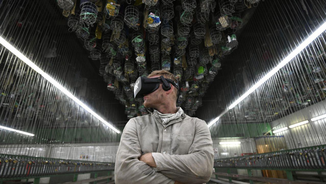 Un minero con gafas de realidad virtual en Botrrop, Alemania