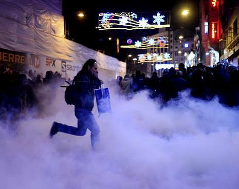 Los antidisturbios lanzaron gases lacrimógenos para impedir la concentración en Estambul.