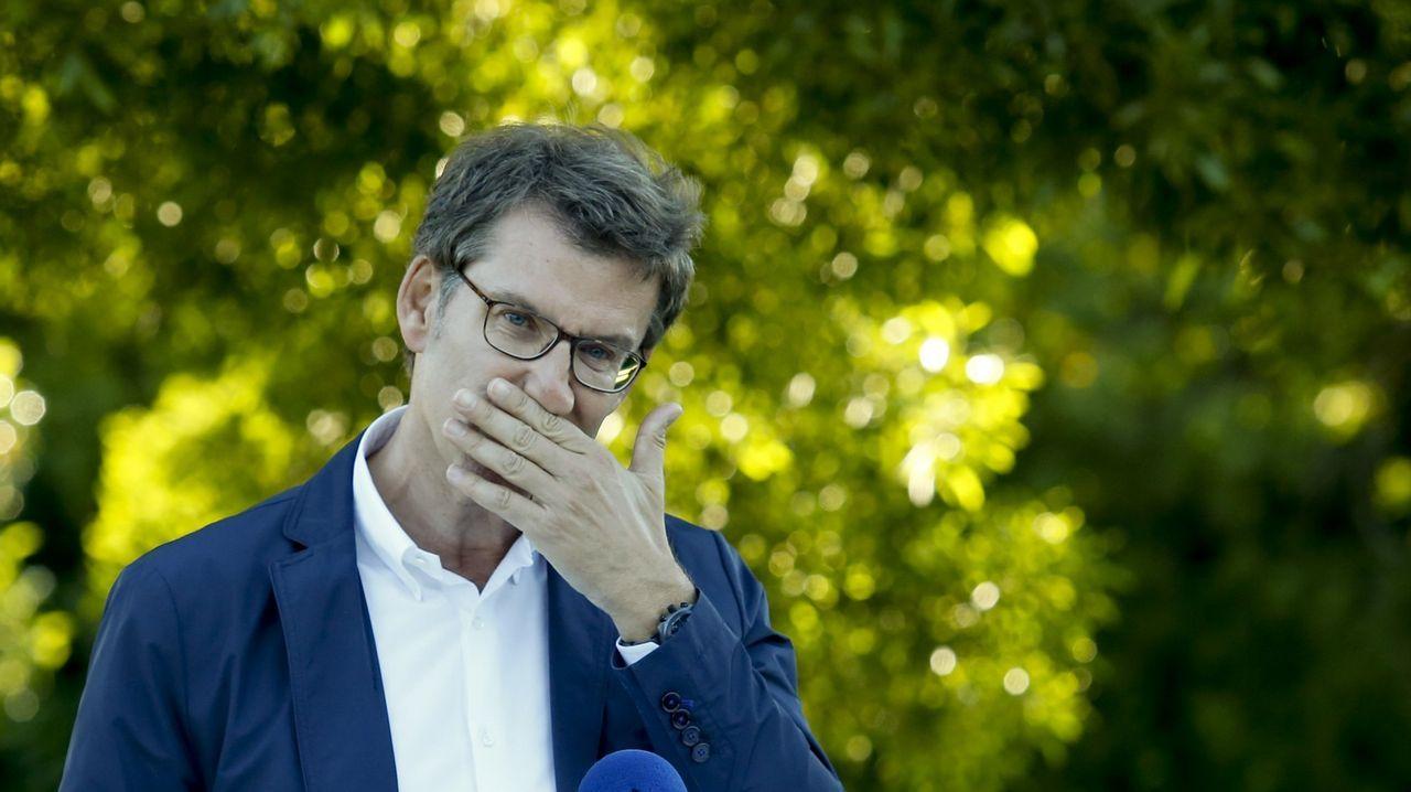 A nivel político, el 18 de junio y ante la carrera sucesoria abierta en el PP, Feijoo anunció públicamente que se quedaba en Galicia. «No puedo fallar a los gallegos porque sería también fallarme a mí mismo», dijo.
