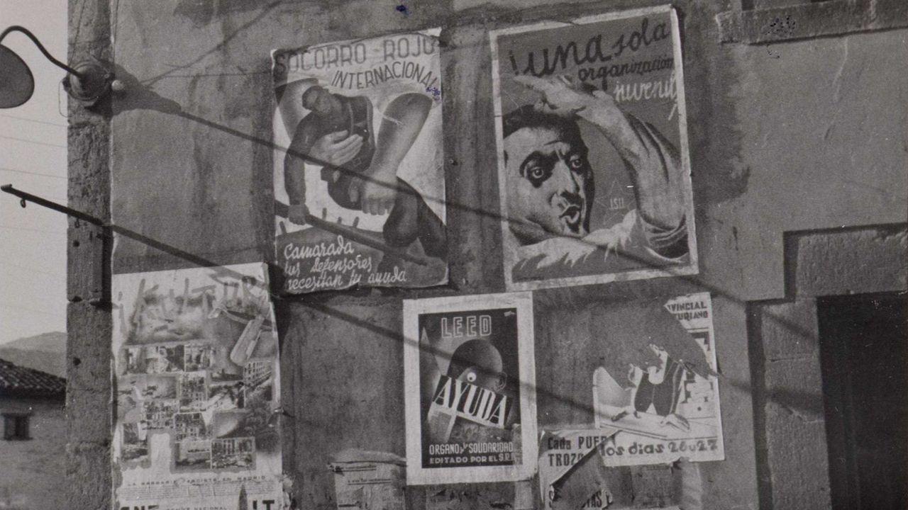 Carteles de propaganda en Les Arriondes