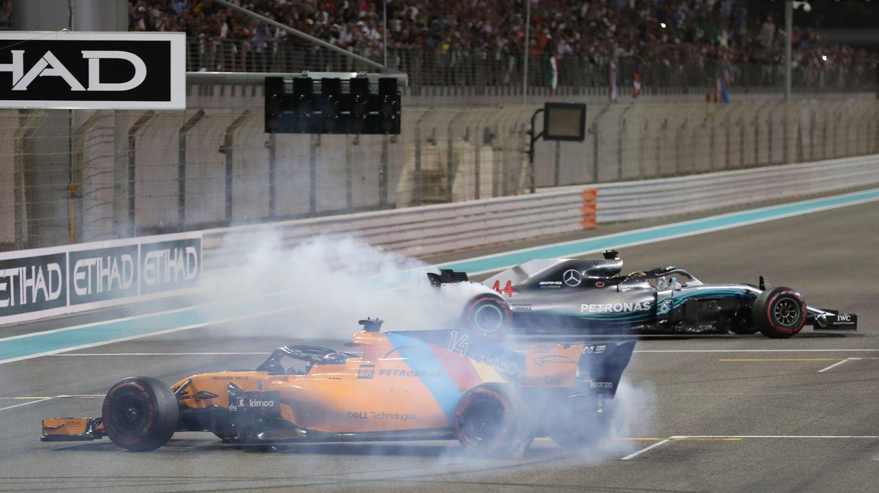 Asturias despide a Fernando Alonso.Fernando Alonso responde a una entrevistas en el circuito de Yas Marina