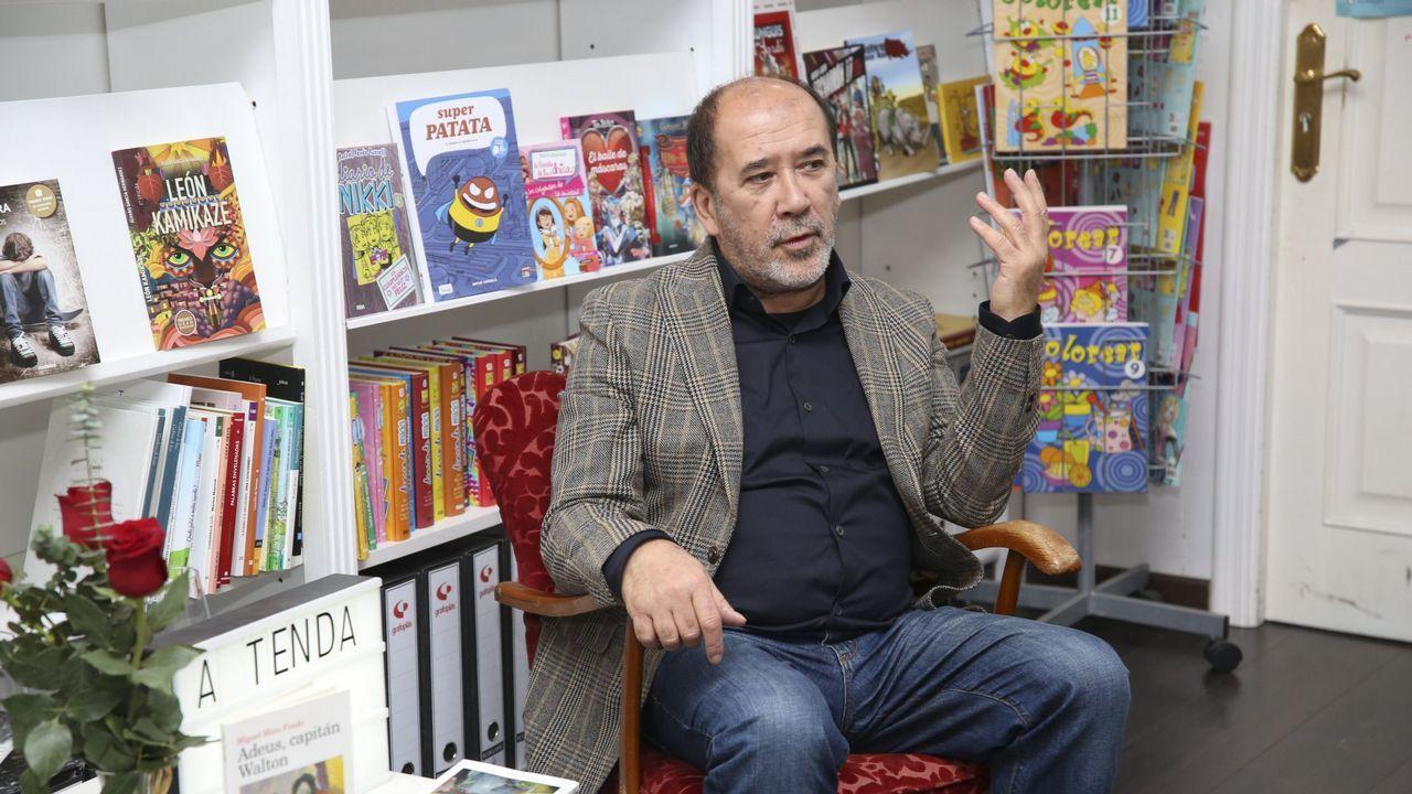 JULIO ABALDE, RECTOR DE LA UNIVERSIDAD DE A CORUÑA, EN LOS MICROFONOS DE RADIO VOZ CORUÑA.