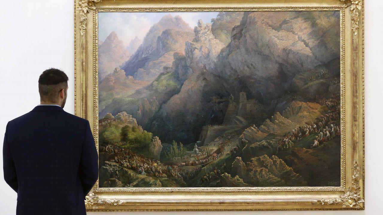 Nuevo «Ecce Homo»: una vecina daña tres tallas del siglo XV en Asturias.El cuadro  Procesión de Covadonga , pintado por Genaro Pérez Villaamil en 1851, se puede visitar en el Museo de Bellas Artes de Asturias hasta el próximo mes de marzo, tras ser cedido por Patrimonio Nacional en el marco del programa  La obra invitada  y coincidiendo con el triple aniversario de Covadonga que se celebra este año, el centenario de la coronación de la Virgen, la creación del Parque Nacional de la Montaña de Covadonga, y con los trece siglos de la batalla de Covadonga