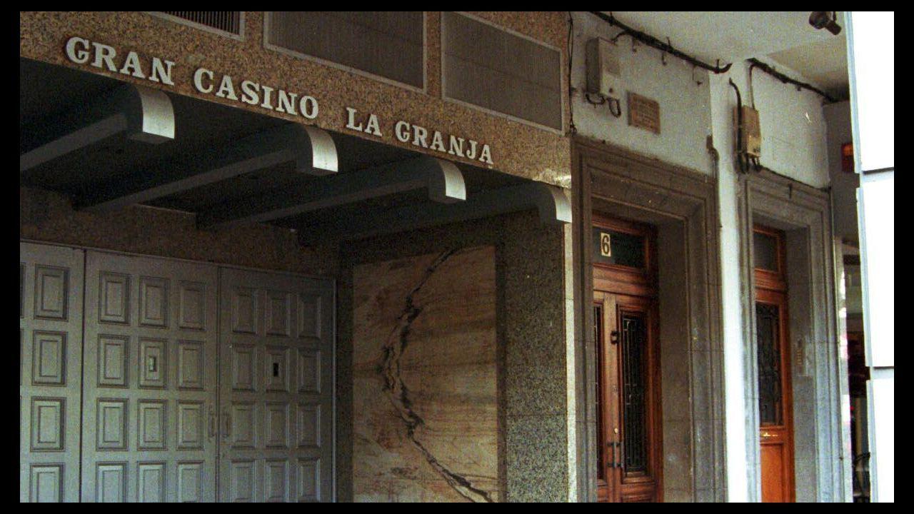 .Fachada de Punto 3 con el rótulo de Gran Casino La Granja, su nombre original