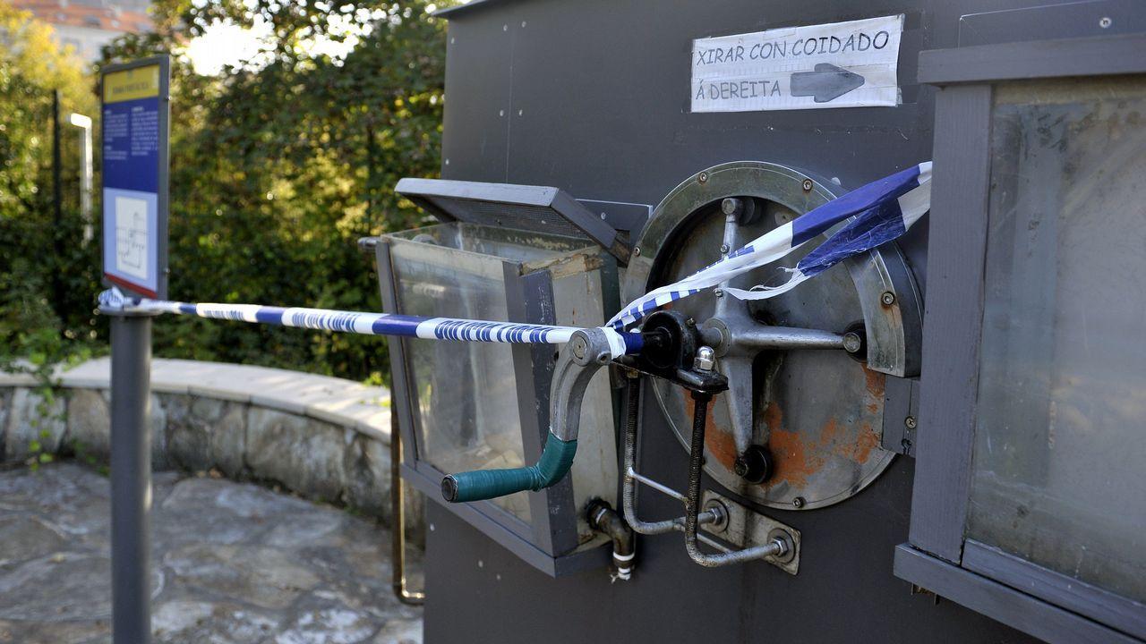 .En la imagen, una de las máquinas de Aquaciencia que han sido precintadas tras el ataque de los vándalos