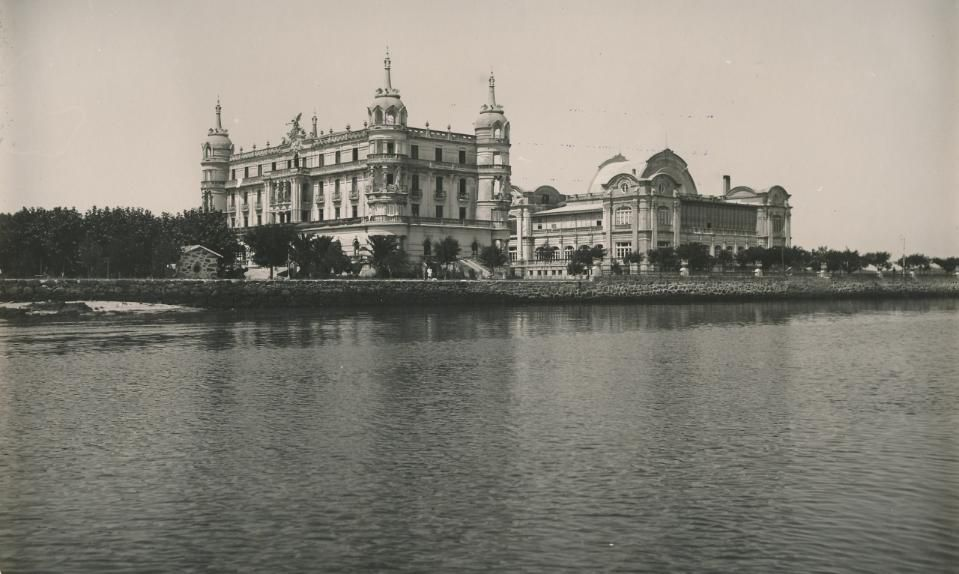 Aquí durmieron los veraneantes más ilustres de Galicia.Julio Iglesias