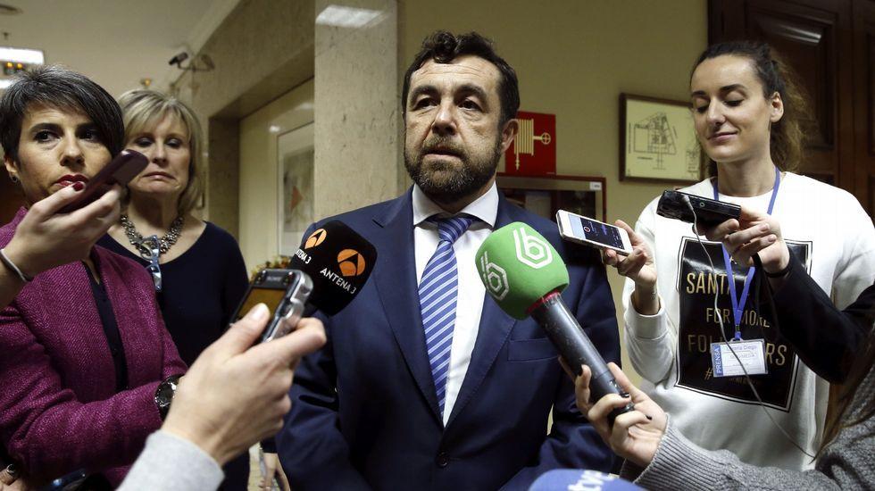 Carme Chacón e Irene Lozano no estarán en las listas a las próximas elecciones.Miguel Hernández, en el Congreso