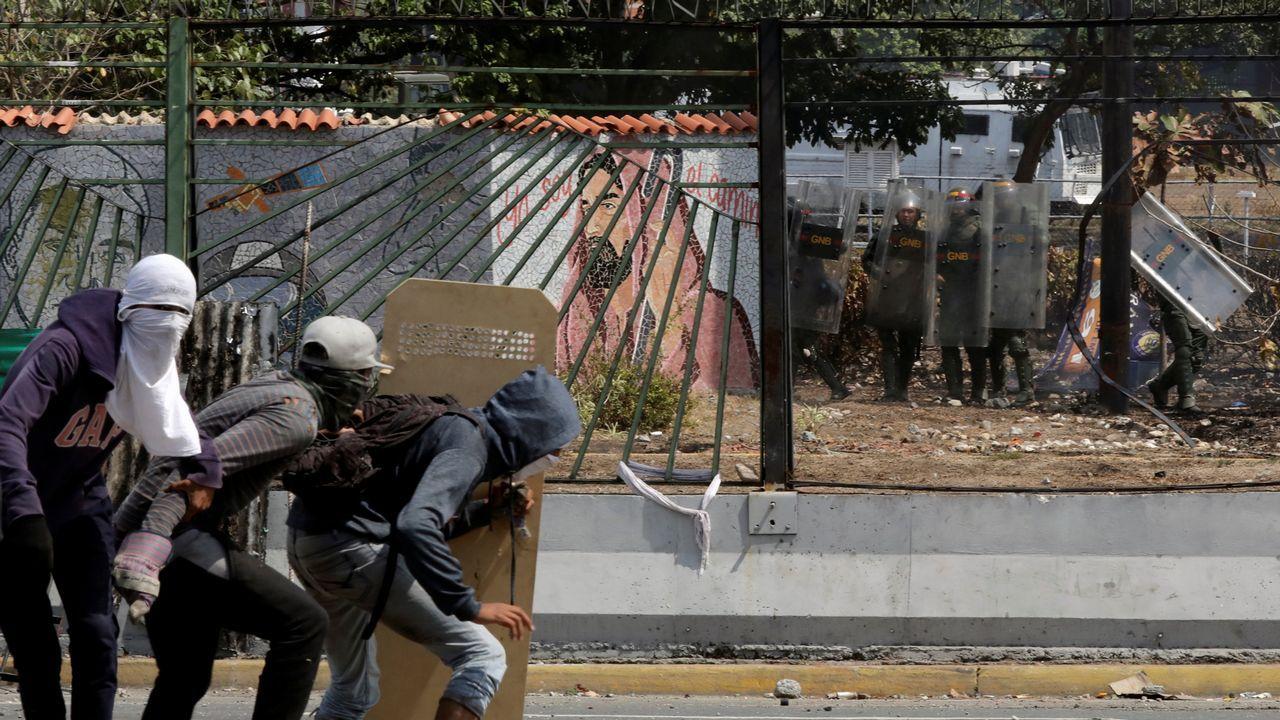Los venezolanos secundan los llamamientos de Maduro y Guaidó.Pascual opina que el escaso apoyo militar hizo fracasar el alzamiento