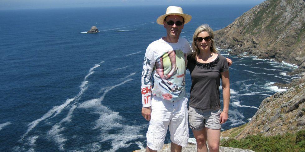 Jorge Mira y Lisa Randall, durante la visita al cabo Fisterra y entorno.