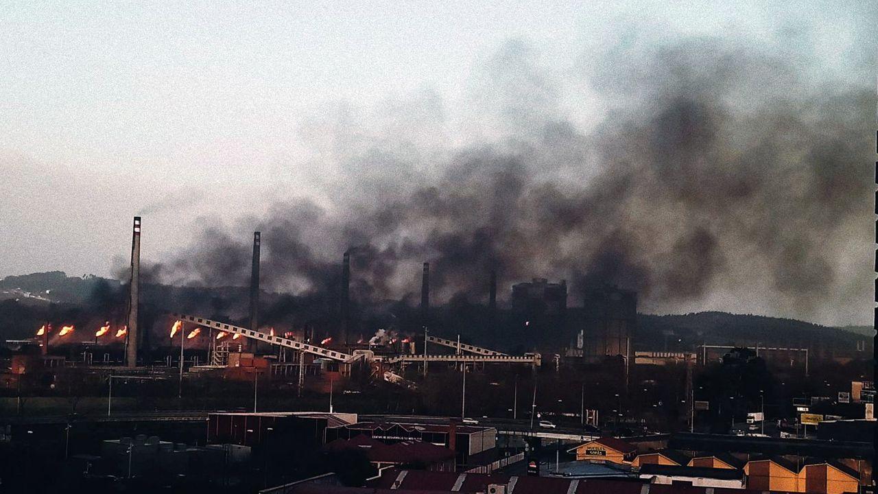 La Coordinadora Ecologista denuncia una nueva nube negra de contaminación producida por otra avería en las baterías de coque de la factoría de Arcelor en Avilés.Nube negra producida por otra avería en las baterías de coque de la factoría de Arcelor en Avilés