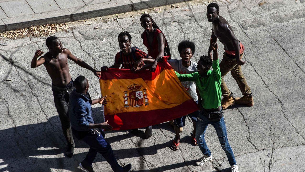 La Guardia Civil identifica a los inmigrantes que atacaron a varios agentes mientras saltaban la valla de Ceuta