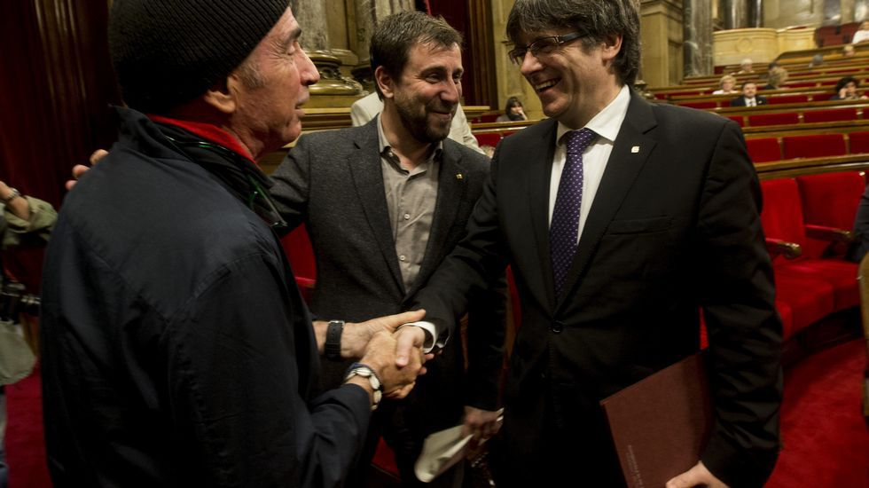 .Puigdemont saluda esta mañana a Lluís Llach